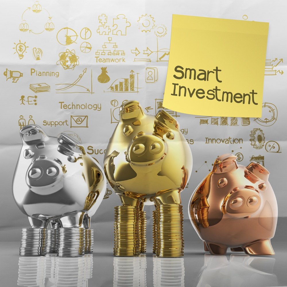 smart investment with sticky note on winner piggy bank as concept-1